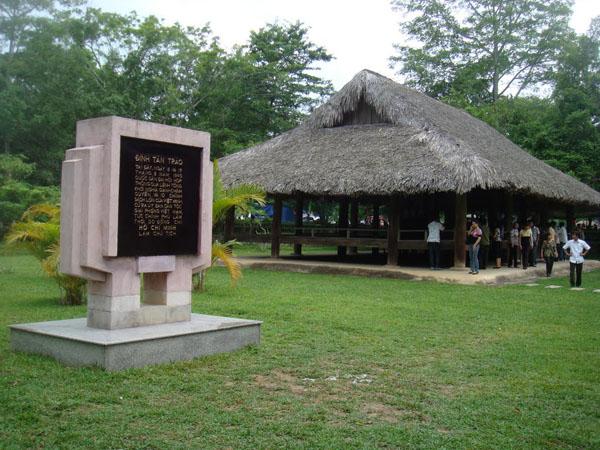 Tan Trao relic site
