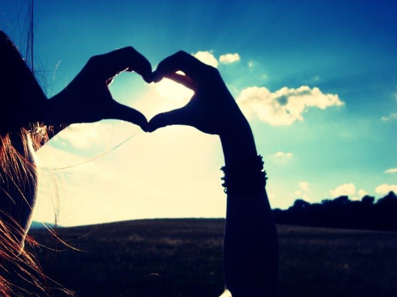Valentine không đơn giản là dành cho người yêu nhau mà còn dành cho những trái tim biết yêu thương (Nguồn: Sưu tầm)