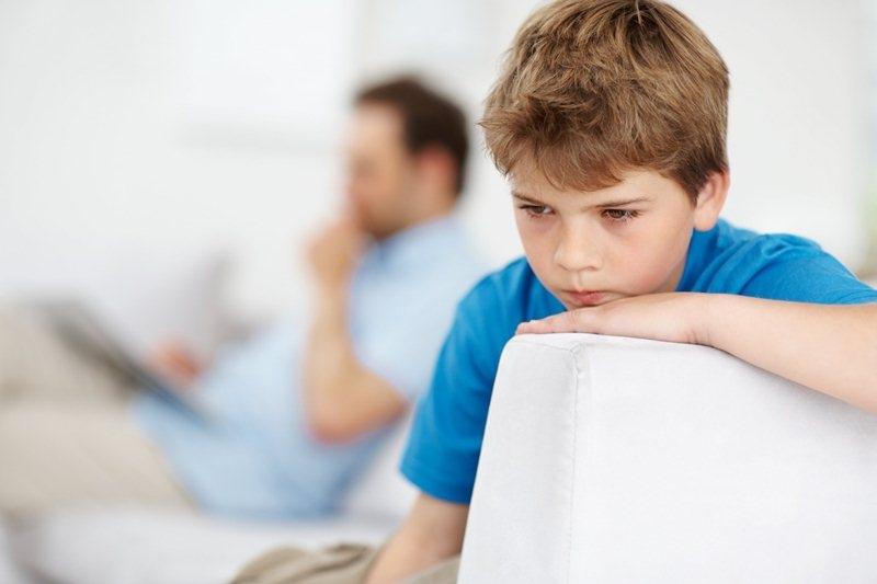 Tự kỷ cũng là một chứng bệnh có khả năng di truyền. Vì vậy nếu cha hoặc mẹ có di chứng tự kỷ thì con cái cũng sẽ bị ảnh hưởng theo rất nhiều.