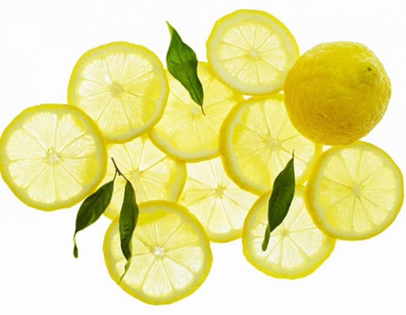 Nước chanh pha mật ong giúp giảm triệu chứng dị ứng.