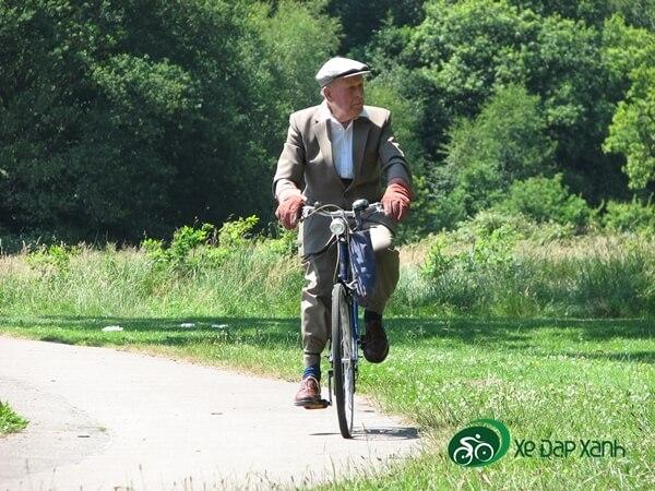 Đi xe đạp giúp tăng tuổi thọ và giảm tress