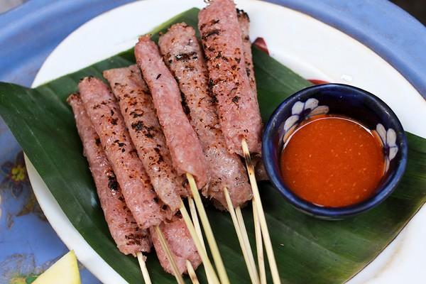 Top 8 địa chỉ ăn nem chua, nem nướng ngon nhất Hà Nội