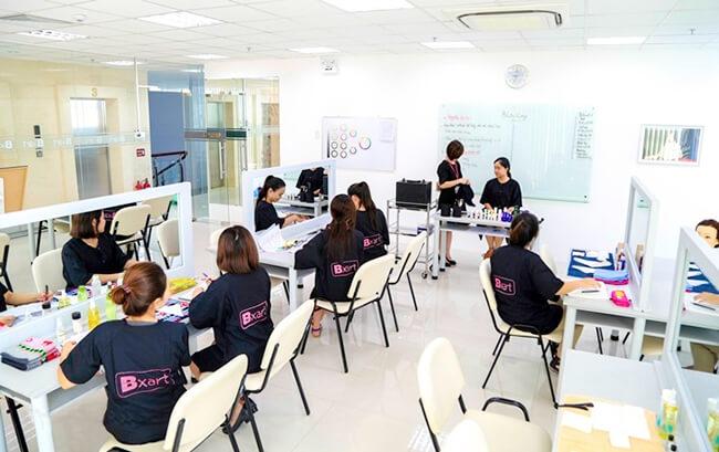 Lớp học trang điểm chuyên nghiệp tại trung tâm