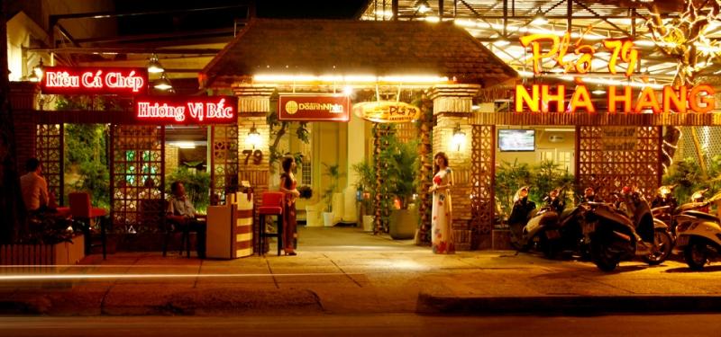 Nhà hàng phải nằm ở khu vực rộng rãi, thoáng mát