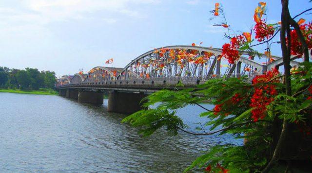 Cầu Tràng Tiền - Cây cầu thơ mộng của xứ Huế