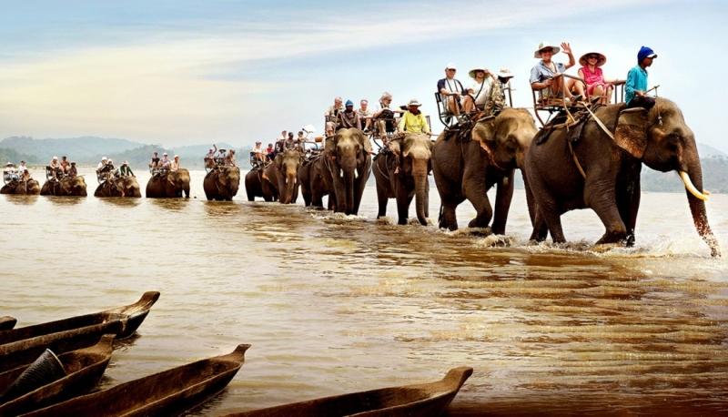 Cưỡi voi vượt sông Sêrêpok