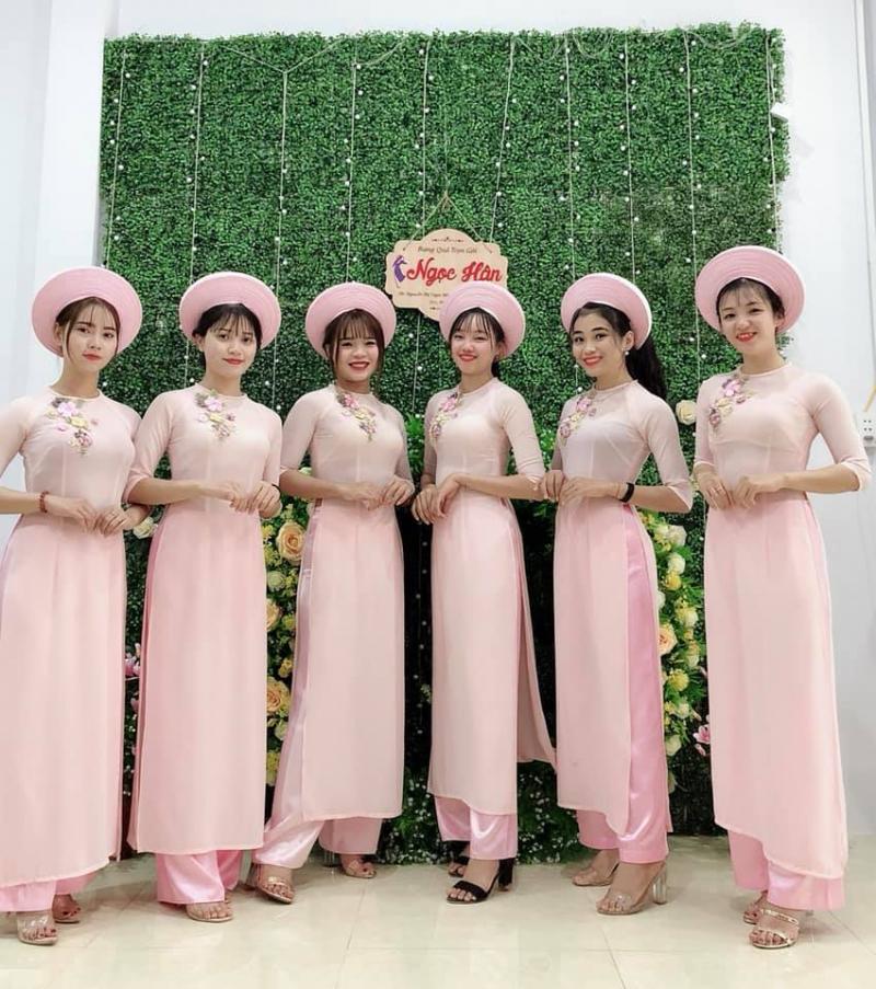 Dịch vụ bưng quả trọn gói - Trại rạp cưới Ngọc Hân cho thuê áo dài cưới hỏi đẹp, giá rẻ