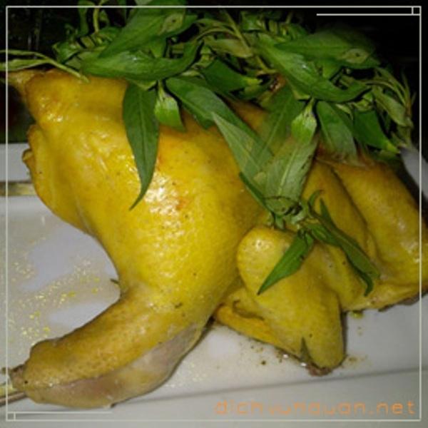 Gà hấp lá răm, một trong những đặc sản của nấu ăn Thanh Loan
