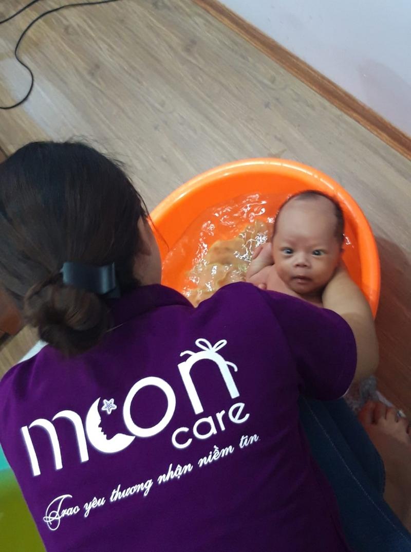 Dịch vụ tắm bé sơ sinh và chăm sóc sau sinh Moon Care