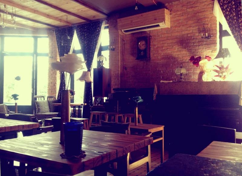 Một mẫu thiết kế quán cafe buồn