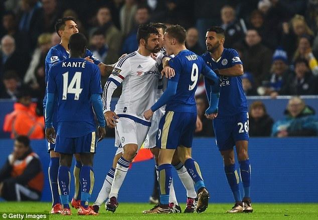 Costa gây hấn với các cầu thủ Leicester