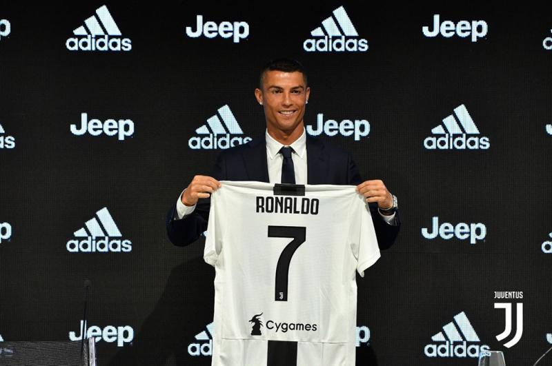 Vụ chuyển nhượng shock nhất năm - CR7 rời Real sang Juventus