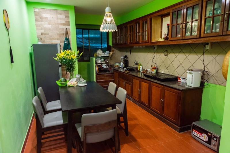 Góc bếp tại Diep's Homestay