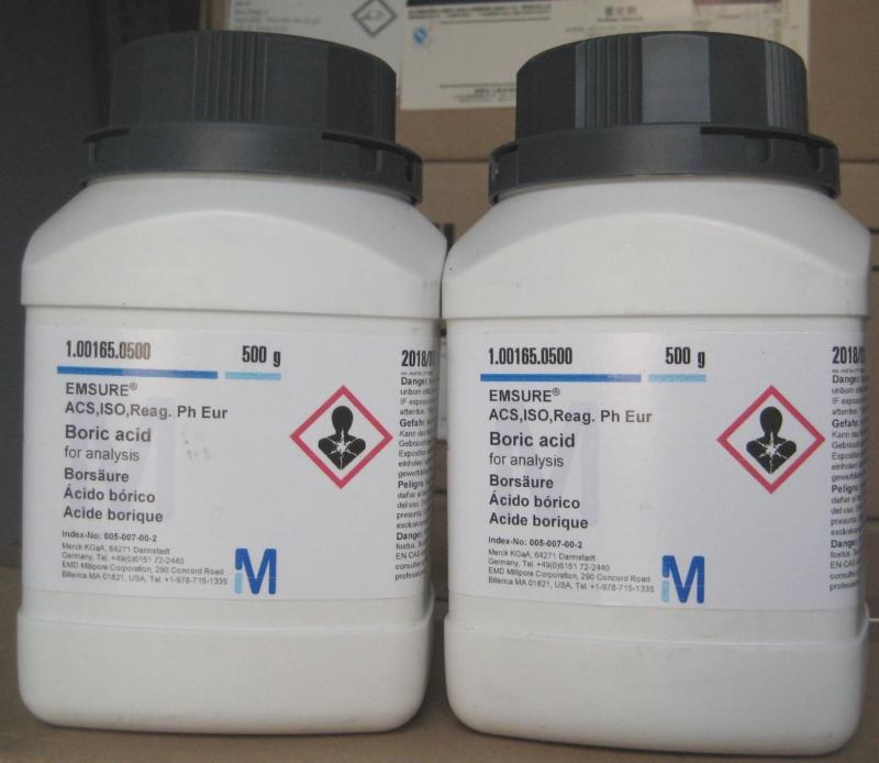 Bột boric acid làm chết gián