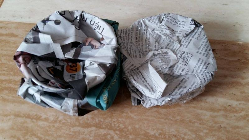 Viết tên lên giấy và dùng để bọc đồ