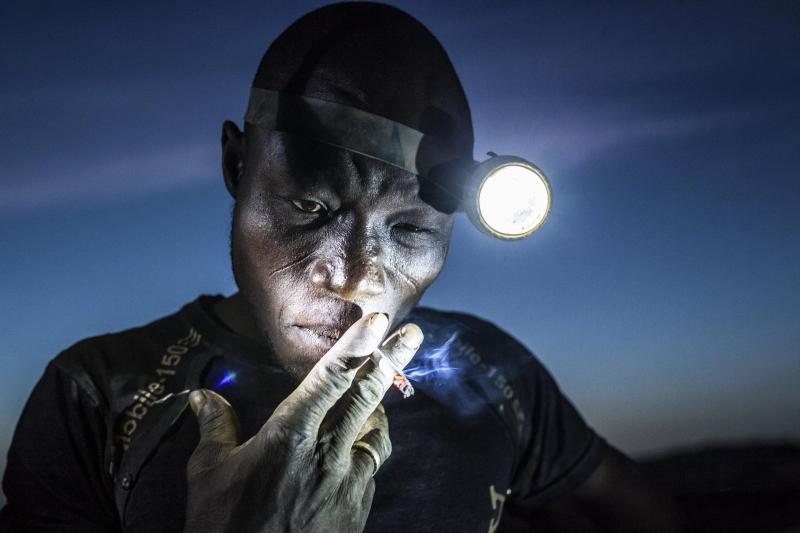 Bức ảnh Digging the Future của nhiếp ảnh gia Matjaz Krivic - nguồn Internet