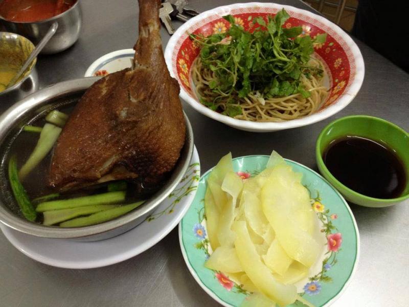 Dìn Chón là quán mì truyền thống của người Hoa mở cũng khá lâu ở Sài Gòn