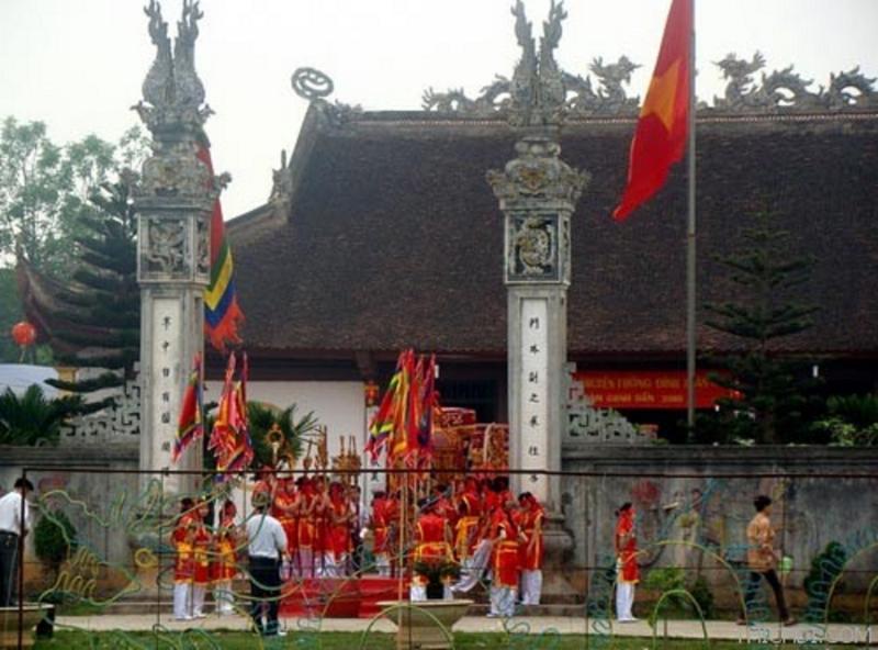 Đình Đá Tiên Phong