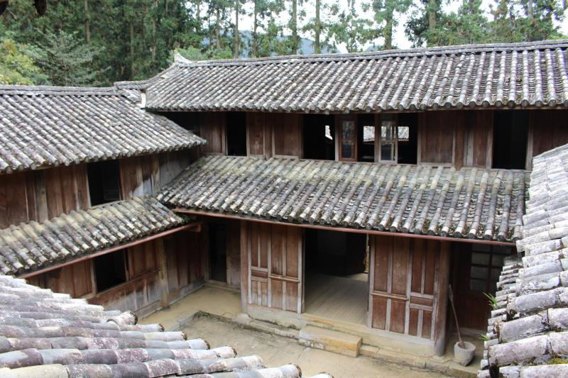 Dinh nhà  họ Vương