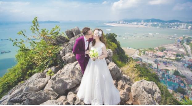 Chụp ảnh cưới tại đỉnh núi Bài Thơ