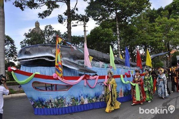 Lễ hội Nghinh Ông thu hút đông đảo du khách