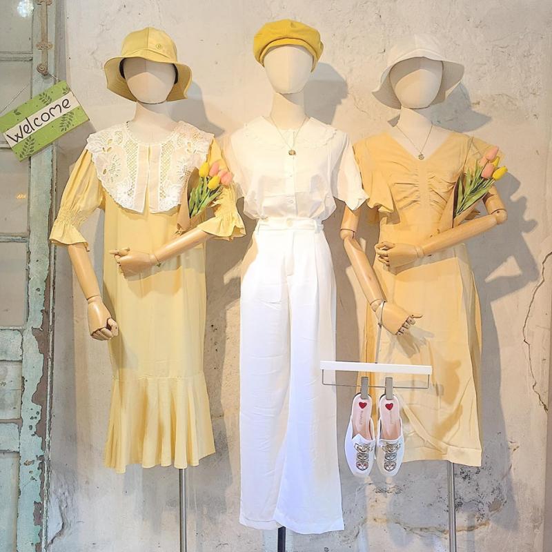 Nếu bạn có niềm đam mê với phong cách thời trang Vintage cổ điển và các set đầm họa tiết hoa ngọt ngào thì District 9 chính là địa điểm mua sắm không thể bỏ qua đâu nhé
