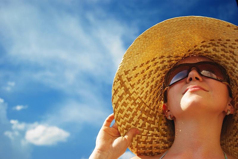 Ánh nắng mặt trời làm tăng sắc tố melalin ở vùng da mắt