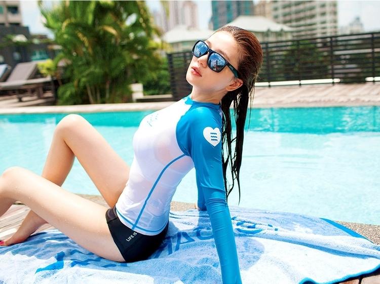 Đồ bơi dài tay còn là công cụ hữu hiệu để giảm thiểu sự cháy nắng