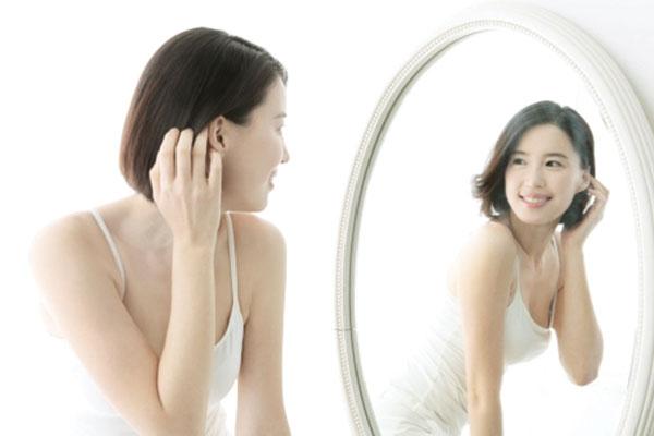 Độ cao của gương phải phản chiếu lại tốt nhất hình ảnh khi nhìn vào gương