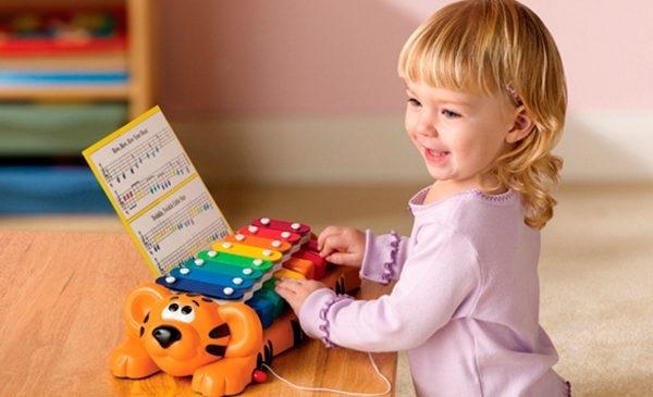 Đồ chơi nhạc cụ tăng trí tưởng tượng và khả năng sáng tạo của trẻ