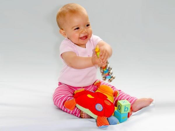 Đồ chơi an toàn cho trẻ - đồ chơi chuyền tay