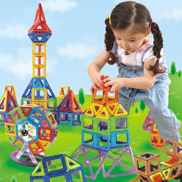 Đồ chơi xếp hình giúp trẻ phát triển các động tác vận động