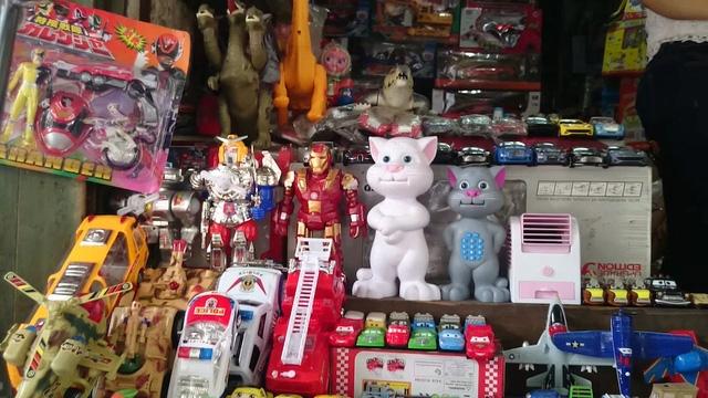 Chúng được bày bán tràn lan, công khai với tên gọi đồ chơi dạy đọc, đồ chơi kể chuyện