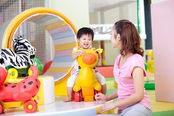 Đồ chơi vận động giúp trẻ phát triển thể lực và trí thông minh