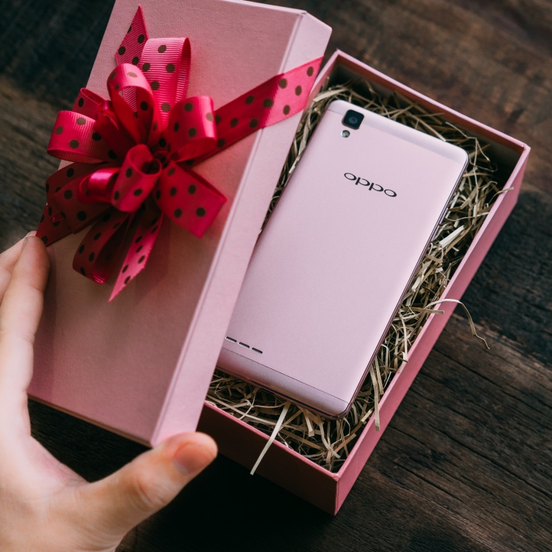Một chiếc điện thoại cũng là một món quà thực tế ý nghĩa