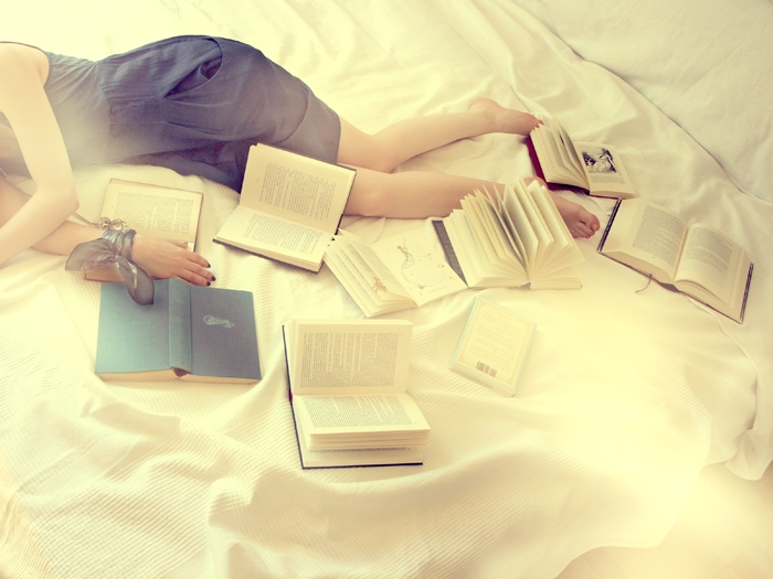 Để sách ở giường sẽ hình thành thói quen xấu khi ngủ
