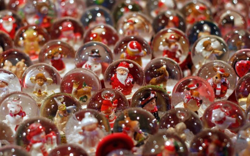 Những quả cầu tuyết long lanh với chủ đề Giáng sinh