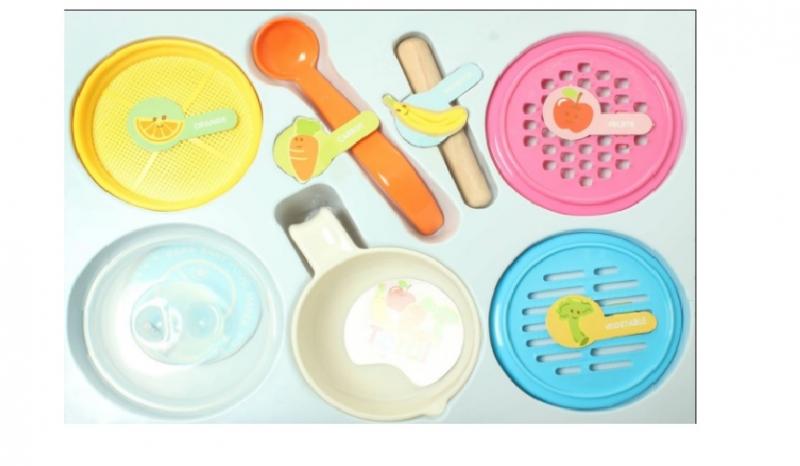 Chọn các dụng cụ ăn cho bé nhỏ, xinh, bắt mắt