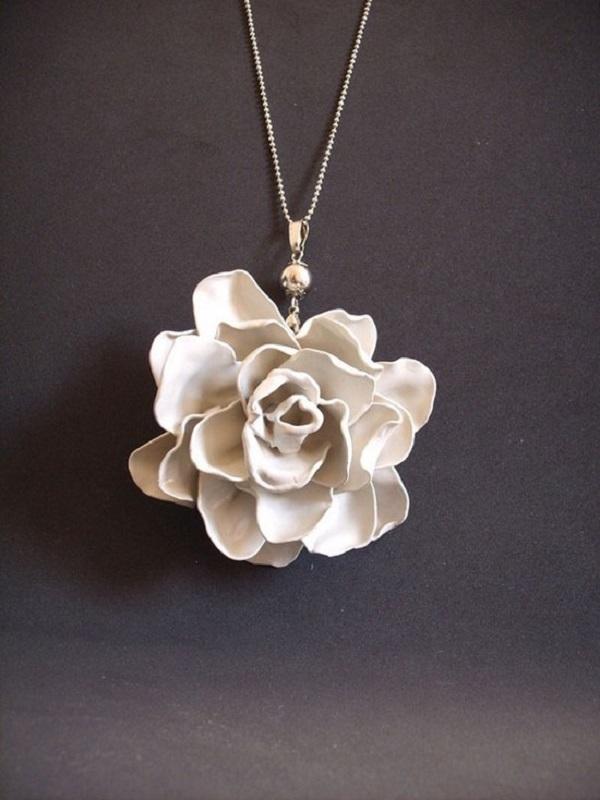 Ghép lại thật khéo léo và tạo hình một món trang sức tuyệt đẹp và độc đáo