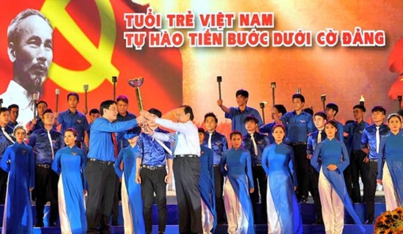 Tuổi trẻ Việt Nam tự hào tiến bước dưới cờ Đảng, tích cực học tập và làm theo lời Bác