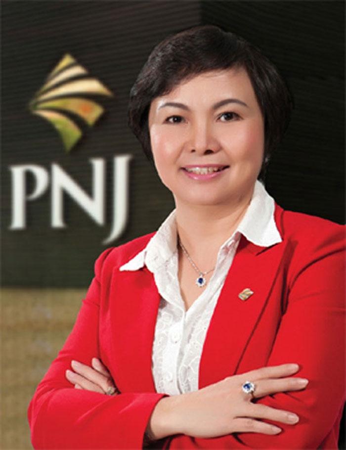 Hình ảnh bà Cao Thị Ngọc Dung đầy bản lĩnh, quyền lực.