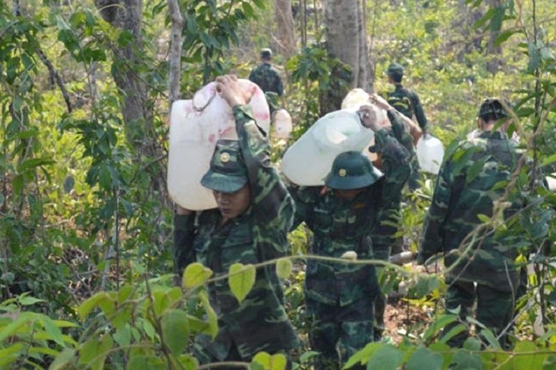 Doanh trại bộ đội trên núi Chứa Chan