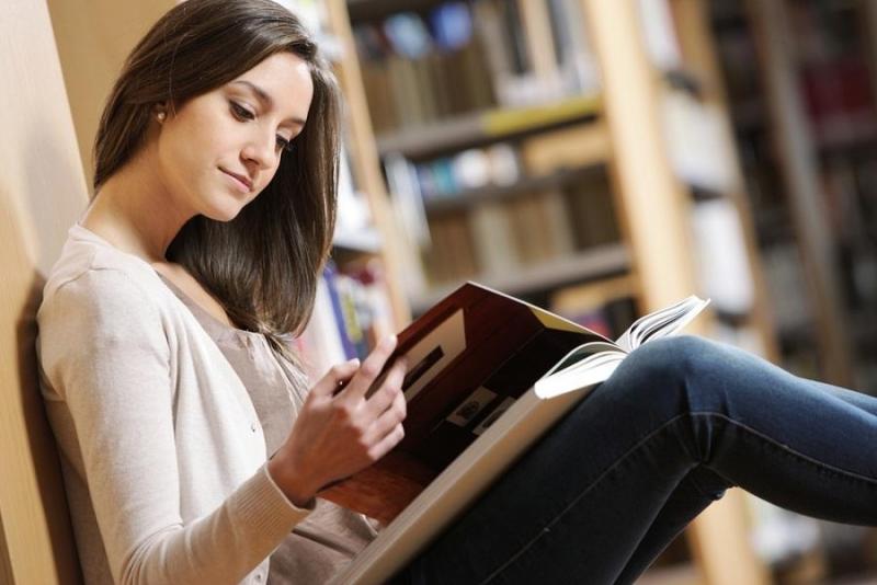 Đọc cuốn sách mình yêu thích