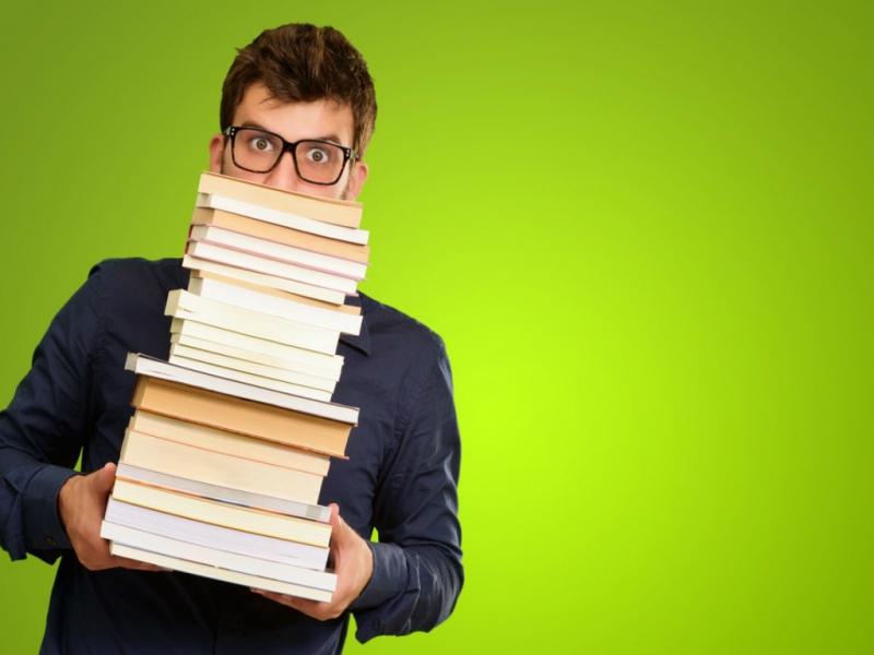 Đọc nhiều sách tham khảo là một phương pháp ôn thi vào lớp 10 vô cùng quan trọng