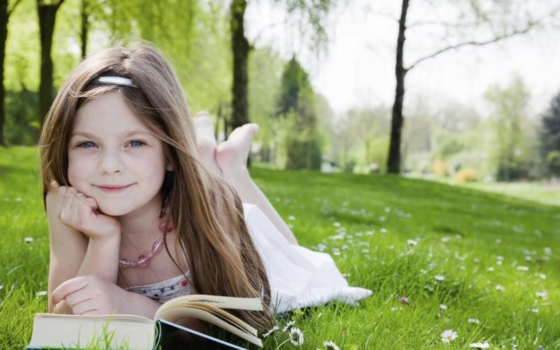 Bên cạnh đó việc đọc sách sẽ kéo dài tuổi thọ của bạn, cho bạn thấy thế giới này còn rất nhiều điều bạn chưa biết.