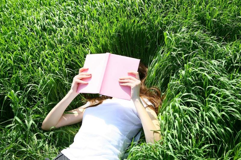 Đọc sách cũng là cách để giảm căng thẳng và áp lực