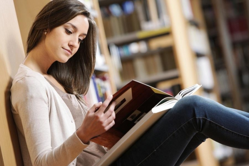 Những trẻ em ở các nước Âu Mỹ đã được hình thành thói quen đọc sách trước khi ngủ từ rất sớm, điều này rất tốt cho việc giải tỏa áp lực suốt một ngày dài.