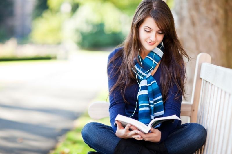 Đọc sách giúp chúng ta hoàn thiện mình và thành công hơn trong cuộc sống.