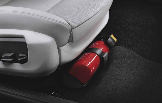 Bắt ô tô để bình chữa cháy trong xe là việc chưa khả thi