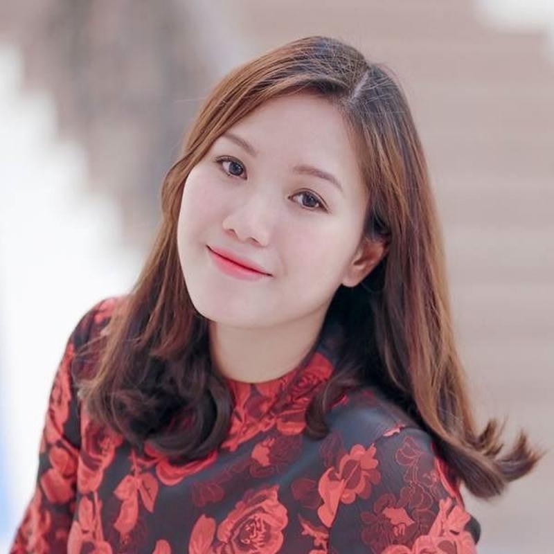 Nữa ca sĩ Thùy Chi-giảng viên Khoa Piano của trường